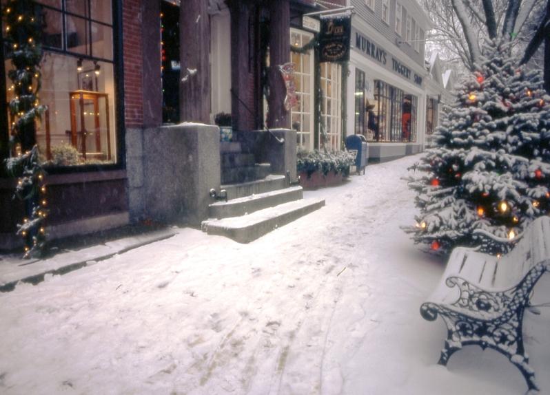 Galvin.300.Stroll Main Street Snow