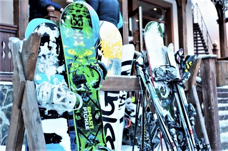 skis resting